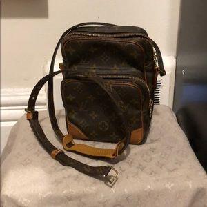Louis Vuitton amazone 22 **requires repair**
